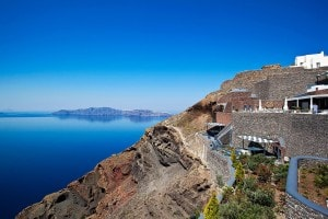San Antonio luxury Hotel has been elegantly designed to blend in with the cliff of Santorini caldera